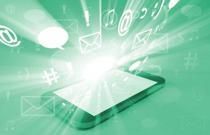 A Natale aumentano i rischi per la sicurezza degli smartphone. Lo studio di Fortinet