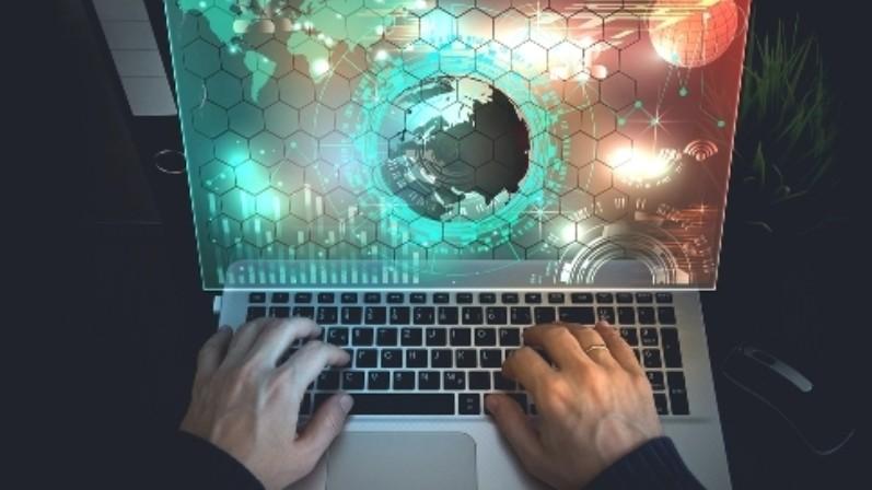 """Cybercrime, è emergenza mondiale. Banche e assicurazioni """"riparo"""" dagli hacker"""