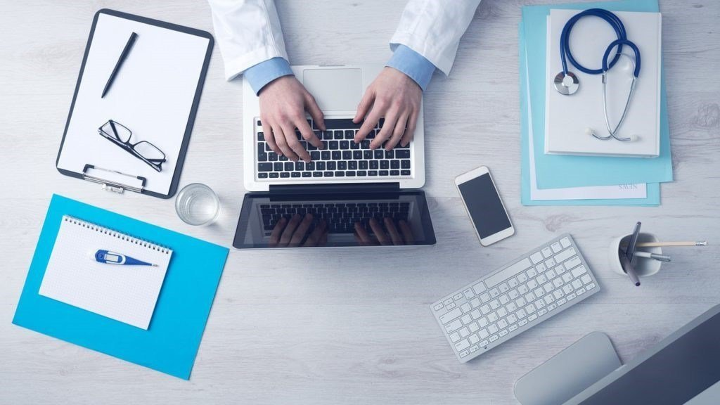 Autodiagnosticare una malattia in tempi ridottissimi semplicemente collegandosi ad un sito : www.symptoma.it